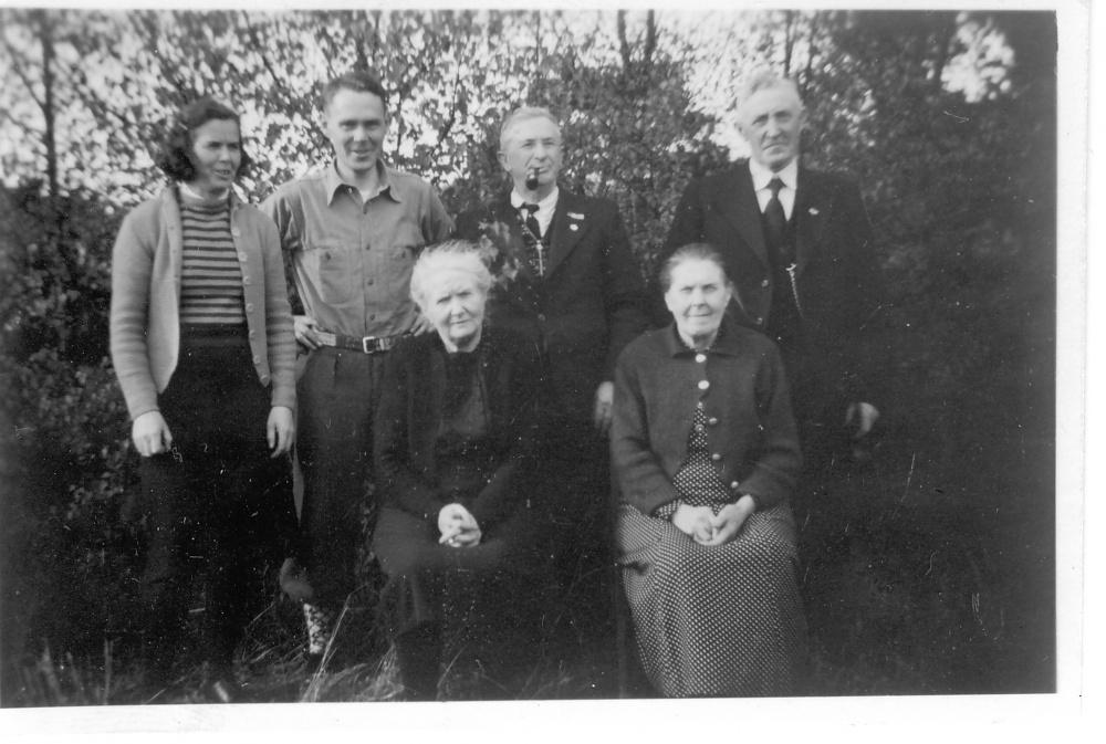 Min farfar er nummer en fra høyre