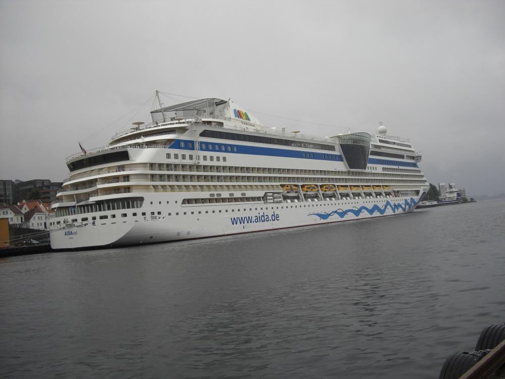 Cruisefartøy ved Strandkaien i Stavanger