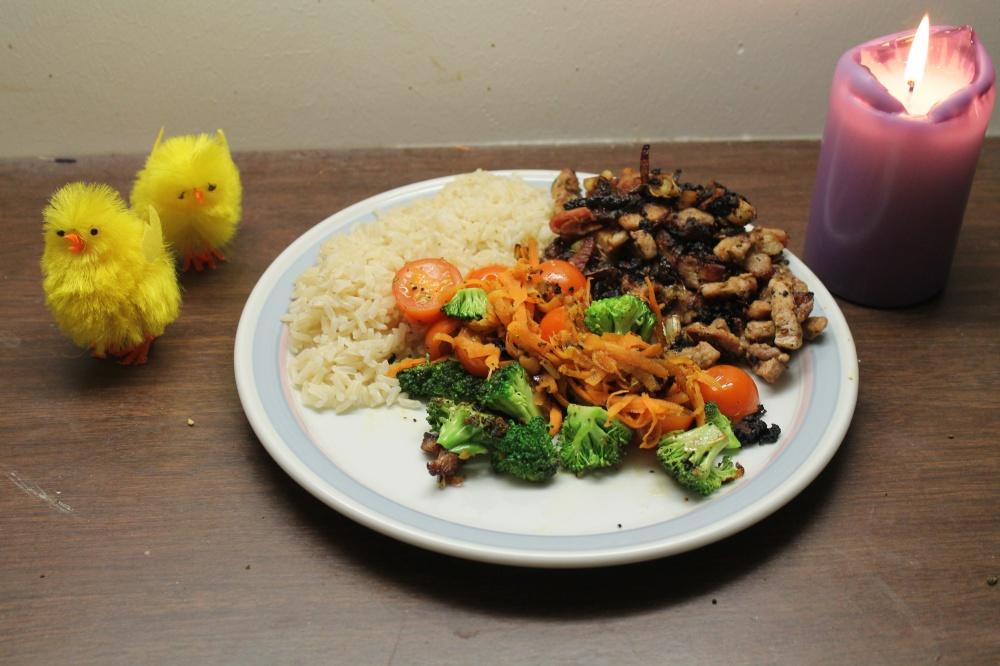 Strimlet svinekjøtt med grønnsaker og ris