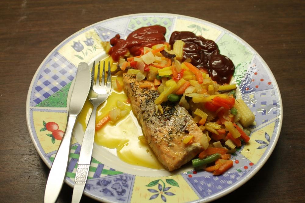 Laksefilet og grønnsaker
