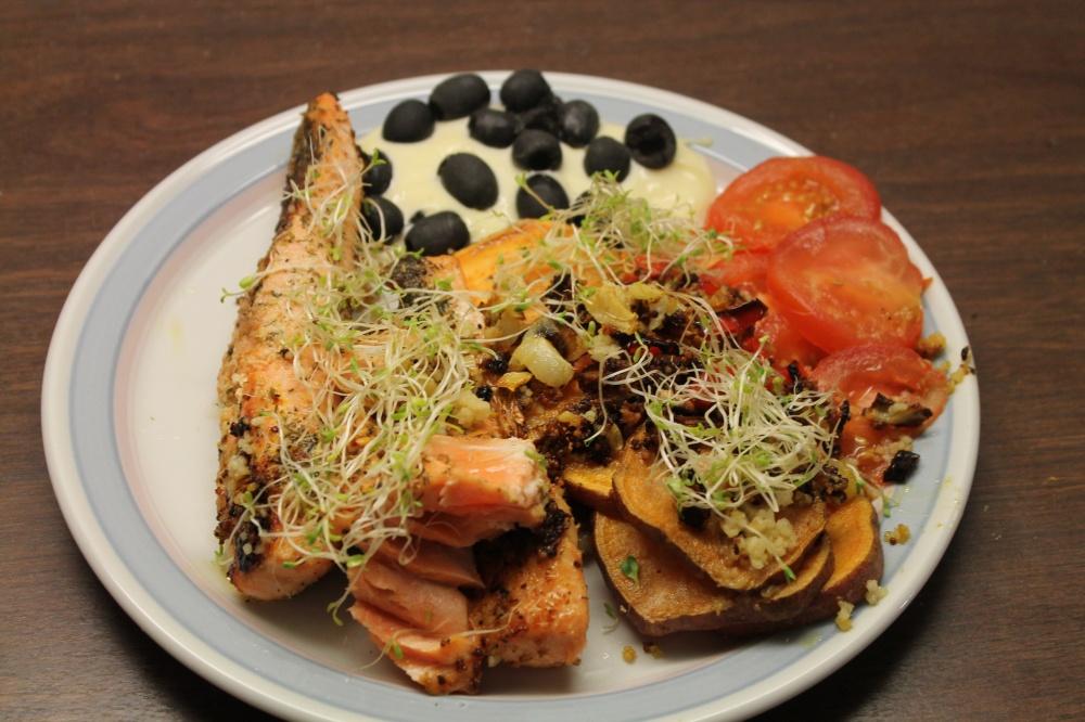 Ørretfilet med søtpoteter,couscous og grønnsaker