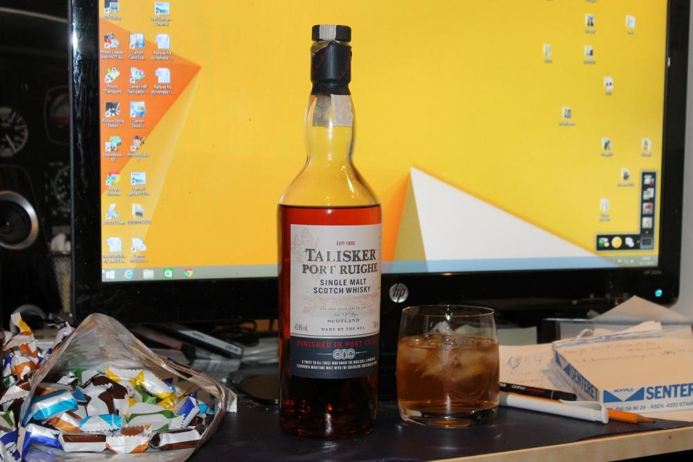 Whisky er grei kos når en jobber med PC