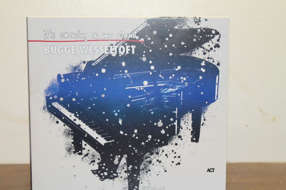 BUGGE WESSELTOFT : it is snowing on my piano