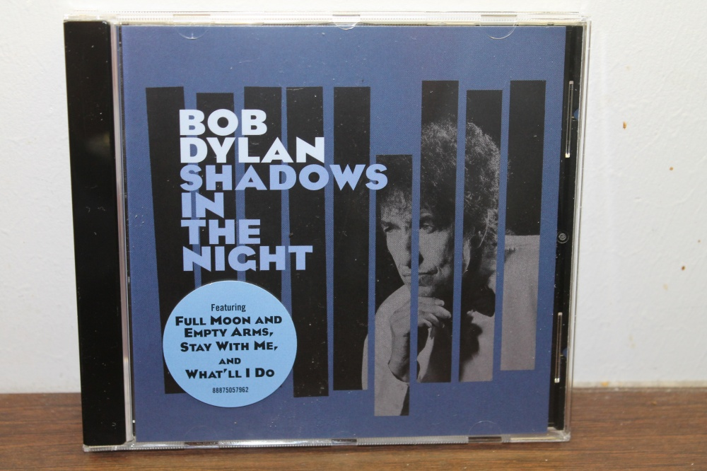BOB DYLAN : SHADOWS IN THE NIGHT