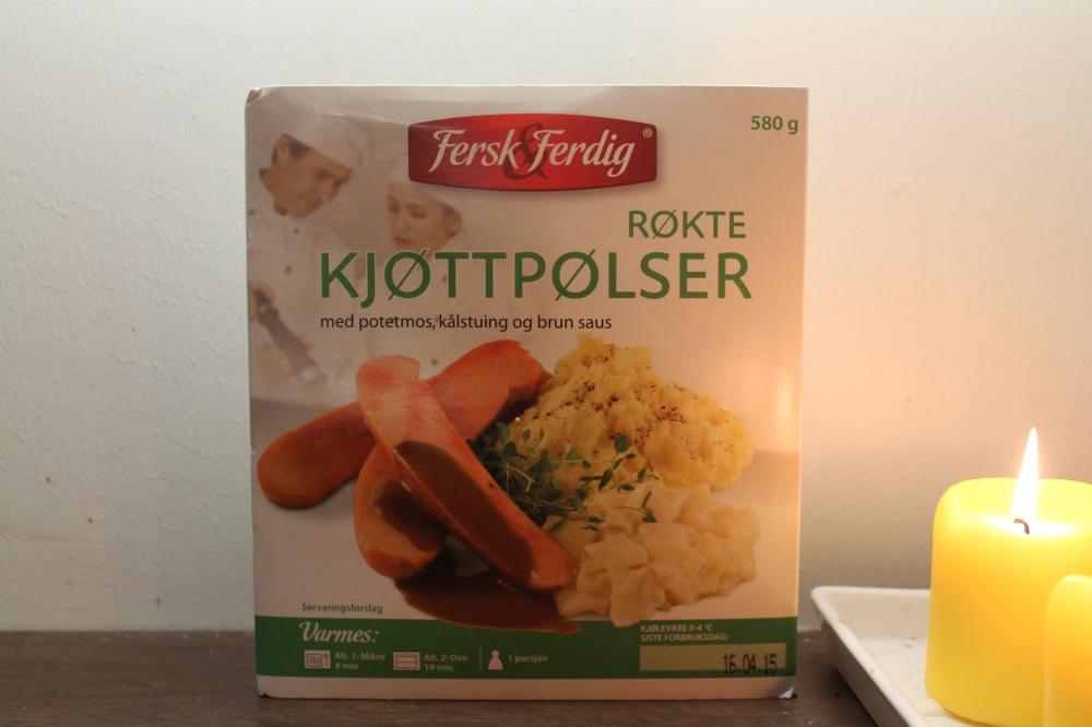 Røkte kjøtttpølser med potetmos,kålstuing og brun saus.