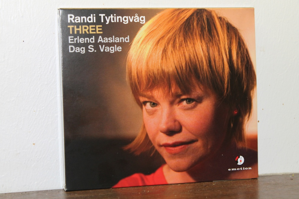 Randi Tytingvåg : THREE