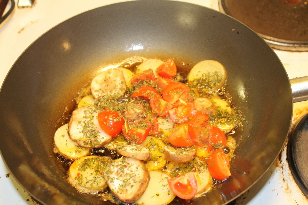 Poteter,jordskokk og tomater wok
