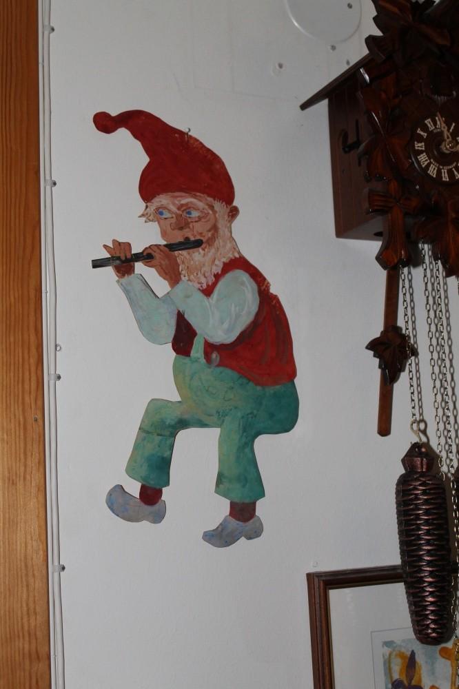 Denne nissen malte min far da jeg var 9 år.
