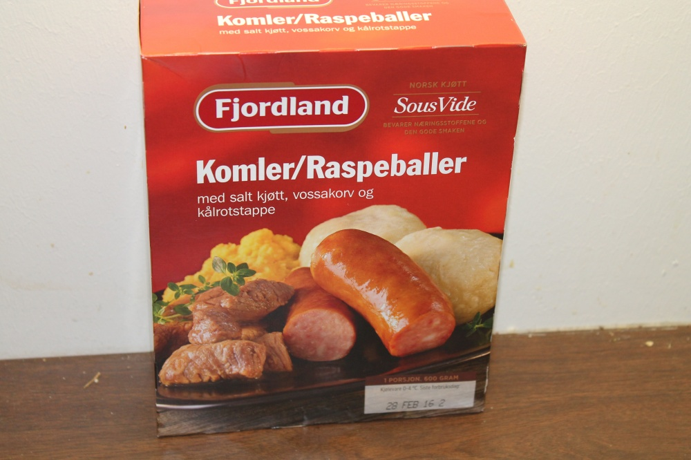Fjordland : Komler med salt kjøtt, vossakorv  og kålrotstappe