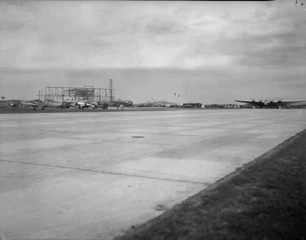 Junker G.38 på rullebanen Sola mai 1937.Til venstre står flere fly som skal delta.