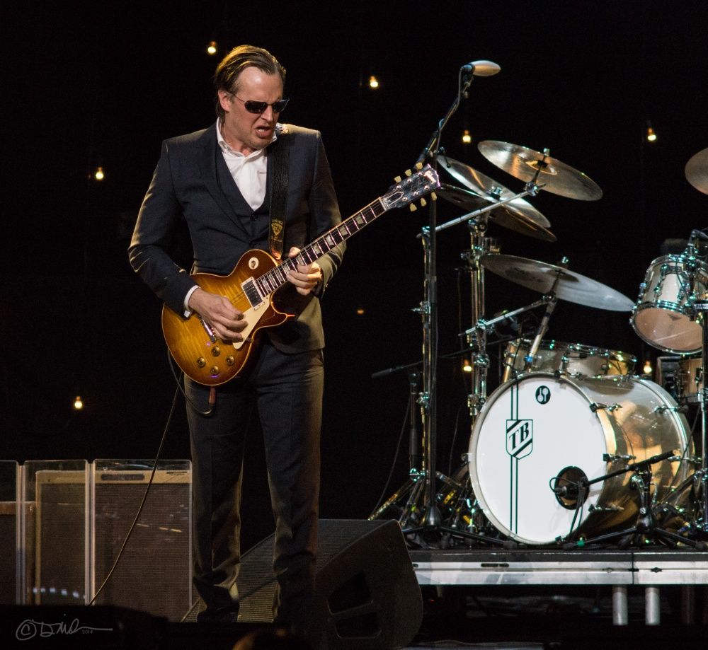 Joe_Bonamassa_-_Radio_City_Music_Hall_Jan_2014