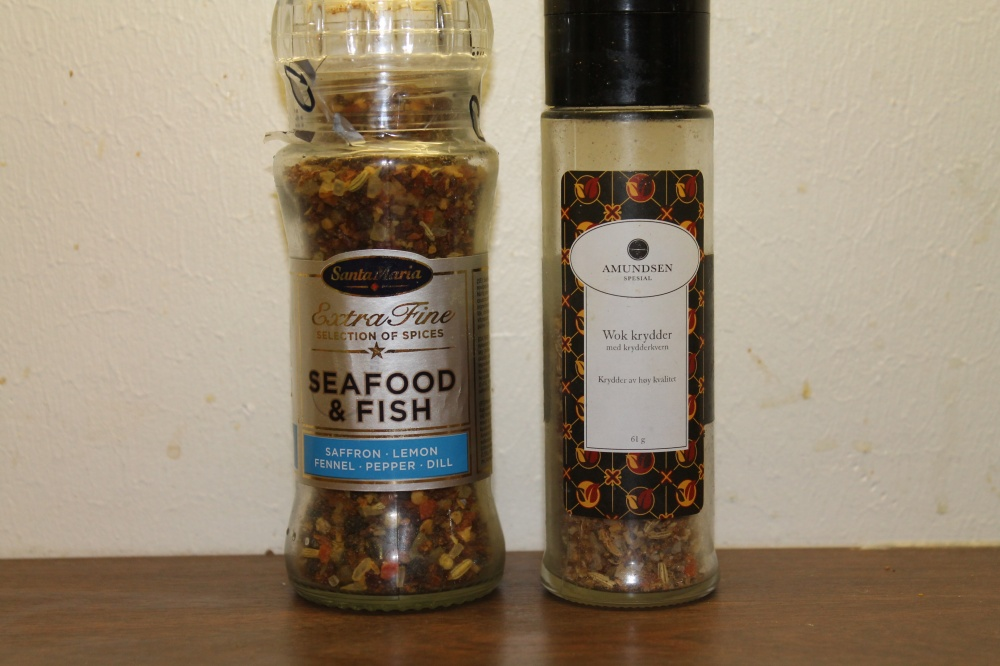 Fisken ble krydret med disse to krydderblandingene.