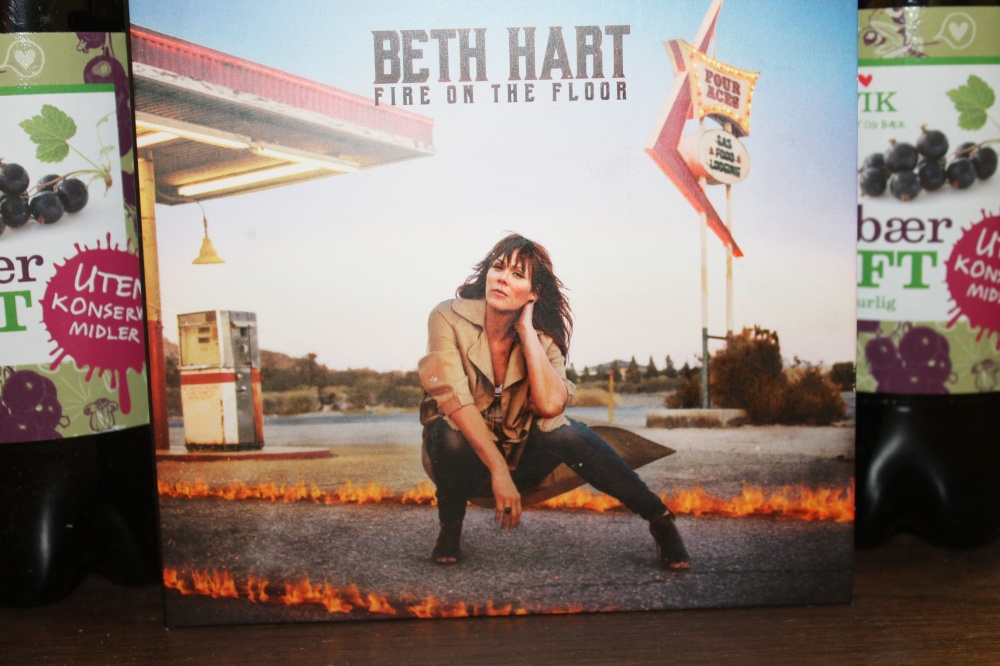 BETH HART : Fire on the floor.